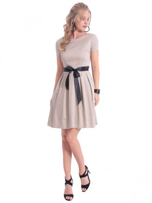 Φόρεμα γραφείου με πιέτες